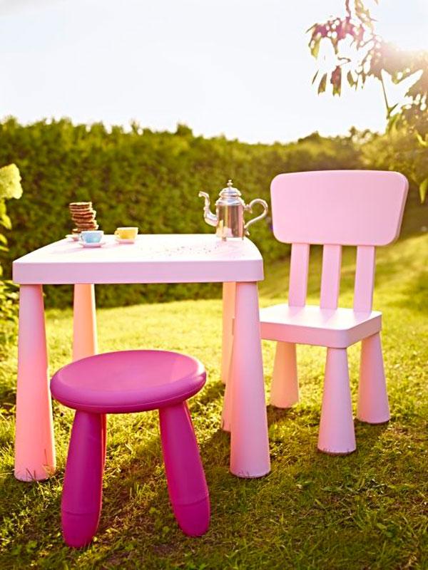 mesa y silla, serie Mammut de Ikea en rosa
